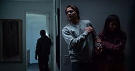 Manželský pár se přestěhuje do sousedství plného záhad v napínavém thrilleru Vpád