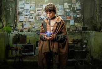 Fanoušci kyberpunku si přijdou na své v nadcházejícím sci-fi seriálu Evropské kmeny, Netflix vypustil oficiální teaser