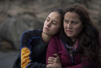 Skupina dospívajících dívek již zanedlouho ztroskotá na opuštěném ostrově, seriál The Wilds v oficiálním traileru