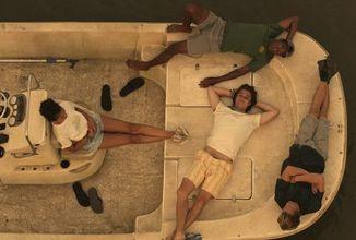 Nespoutaný život, alkohol a poklad - netflixovský seriál Outer Banks se předvádí v novém traileru