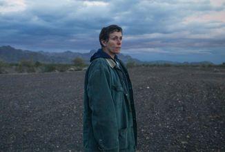 Oscarová Frances McDormand se ocitá na osvobozující životní pouti napříč Zemí nomádů
