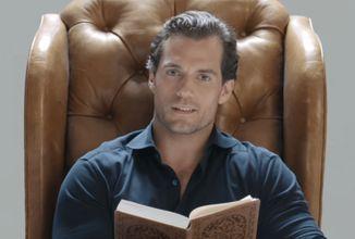 Keď zaklínač číta Zaklínača. Herec Henry Cavill číta z prvej poviedkovej knihy