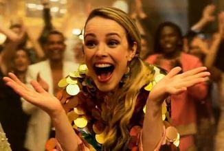 Netflixovská Eurovízia láka divákov hudobnými videami z filmu