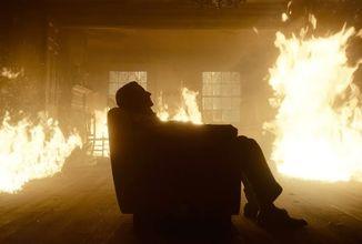 Režisér Guillermo del Toro se vrací! Psychologický thriller Nightmare Alley představuje svůj první trailer