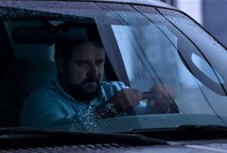 Tučný Russell Crowe ako nebezpečný stalker vo filme Unhinged