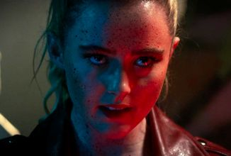 Školní otloukánek s neukojitelnou touhou po krvi, hororová komedie Slečna bestie v dalším traileru