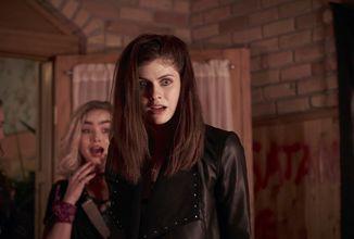 We Summon the Darkness je ulítlá hororová komedie s metalovou příchutí