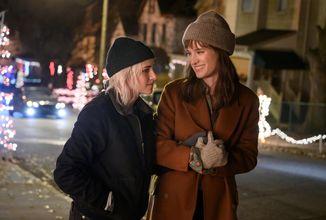 Kristen Stewart v romantické komedii Happiest Season, na Hulu se objeví koncem listopadu