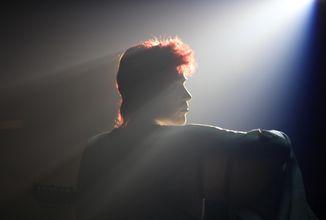 Hvězdný obraz Davida Bowieho alias Ziggyho Stardusta míří na VOD