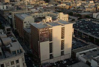 Obraz hotelu smrti v dokumentární sérii Na místě činu: Zmizení v hotelu Cecil, která opráší případ Elisy Lamové
