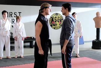 Cobra Kai, seriálové pokračovanie Karate Kid, sa definitívne uhniezdilo na Netflixe
