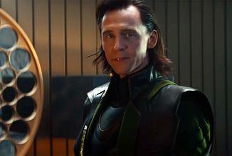 Marvel ukázal krátke klipy z Lokiho a Black Widow, posúva dátum premiéry