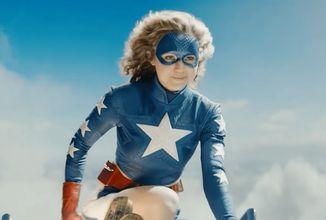 Seriálová Stargirl ukazuje kostýmy a úvodnú scénu