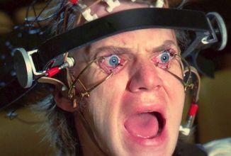 Malcolm McDowell už Mechanický pomeranč vidět nechce. Nemá na to žaludek