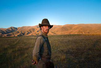 Dramaticky laděný western Síla psa se představuje v oficiálním traileru