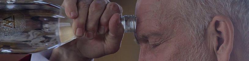 John Malkovich hrá najbohatšieho muža na svete v podivnom Valley of the Gods