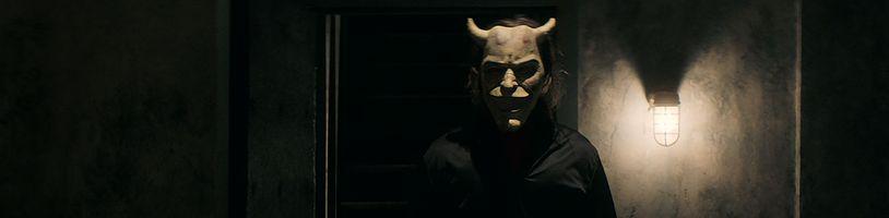 Ethan Hawke se ukáže jako sadistický vrah dětí v povídkovém hororu Černý telefon