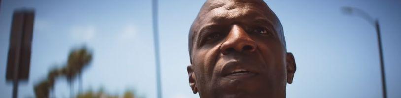 Terry Crews vs Dwayne Johnson. Kdo dokáže lépe ztvárnit Johna Henryho?