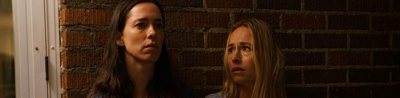 Horor The Night House v průběhu léta uvězní Rebecu Halls v děsivé noční můře