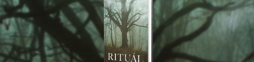 Skupinka kamarádů z vysoké školy se ztratí v tajemných skandinávských lesích v hororu Rituál
