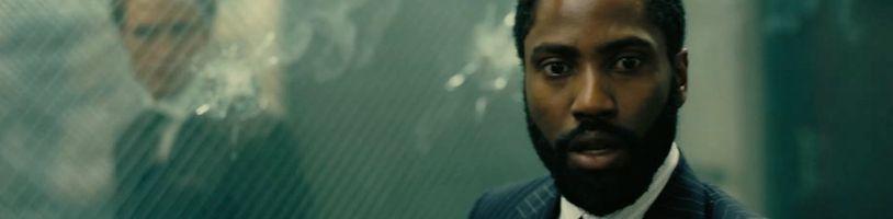 Christopher Nolan usiluje o záchranu kin postižených koronavirem