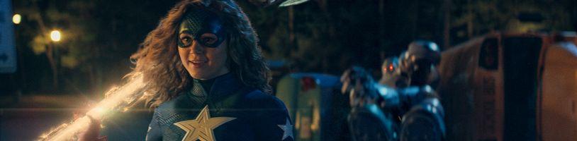 Stargirl vo finálnom traileri priamo od DC ukazuje všetky postavy a príbeh