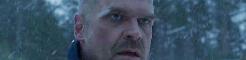 David Harbour konečně může mluvit o osudu Jima Hoppera ve Stranger Things 4