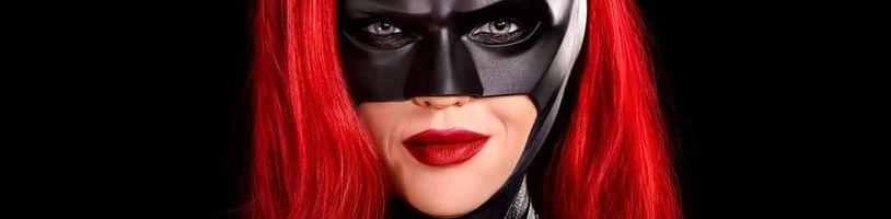 Bývalá představitelka Batwoman se pořádně pustila do svých kolegů z natáčení. Odpověď na sebe nenechala dlouho čekat