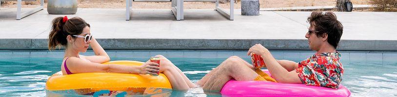 Romantická komédia Palm Springs naženie svojich hrdinov do časovej slučky