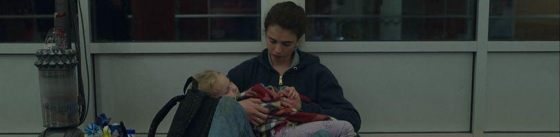 Seriál o osamělé matce, která se se svým dítětem snaží neskončit na ulici, se dočkal nového traileru