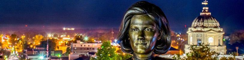 Kapitánka Janewayová zo Star Treku dostala vlastnú sochu